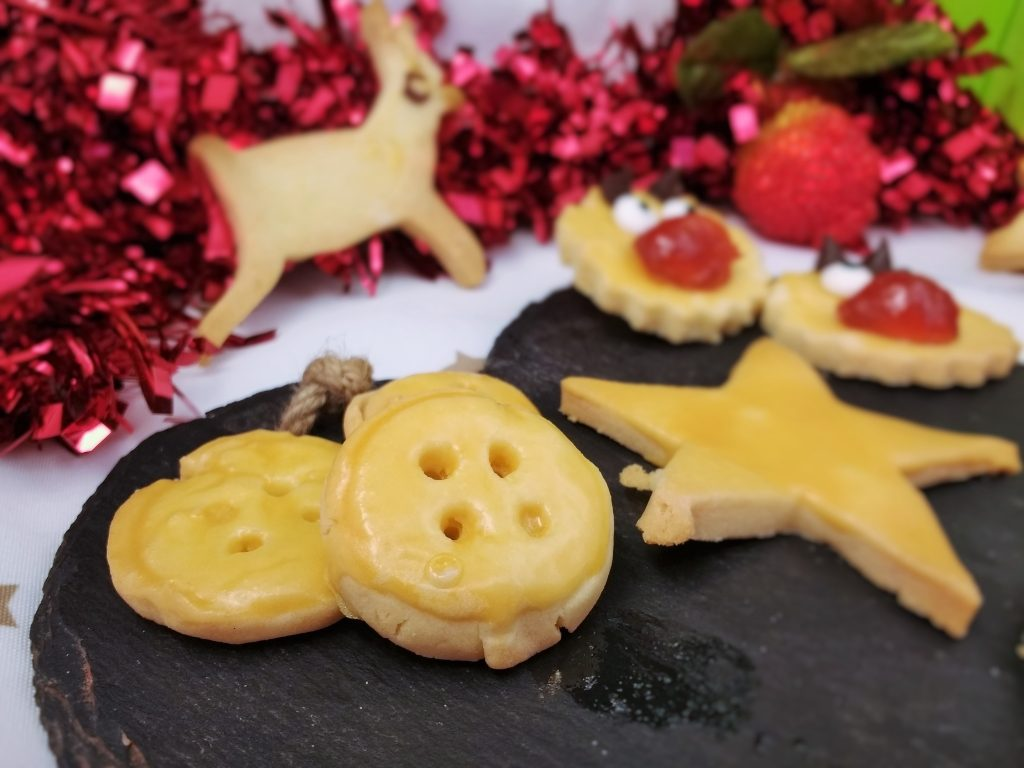 These lovely little #FreefromChristmas Biscuits are glutenfree & nutfree and suitable for vegans! Make them with ground ginger, plain or switch out the icing sugar for a flavoured one to suit every occasion. The soft dough is easy enough for little hands to handle and can be re-rolled as many times as you like OR kept in the fridge for a week for all those last minute festive get togethers!
