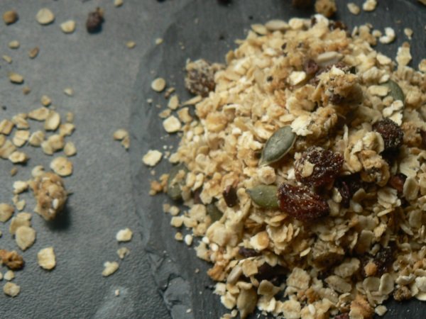 What's not to love about Granola? Its crunchy, a little bit sweet and full of loads of nutritional good stuff! And Grumps' Oaty Granola is no exception!