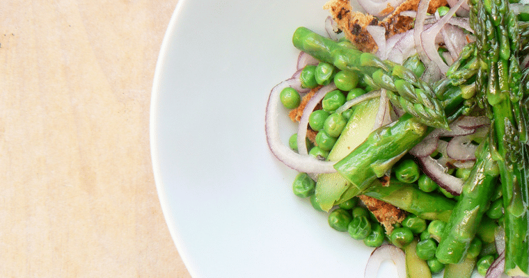 Seasonal Recipes: Asparagus & Pea Spring Salad with Vegan Cheesy Toasts