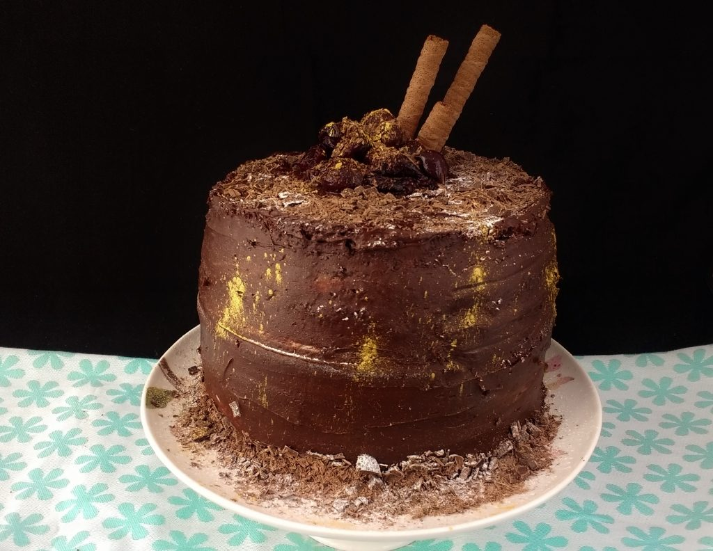 Glutenfree Vegan Black Forest Cake, a retro twist on a Christmas Classic. Chocolate sponge, soaked in a dark, cherry syrup, filled with creamy vanilla buttercream and covered with a rich chocolate fudge frosting. Makes one very large showstopper or 12 mini cakes that make perfect Festive Gifts! #FreeFromChristmas