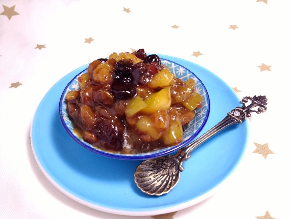 This Quick Vegan Mincemeat with Whisky & Ginger is allergen free, vegan friendly and takes just 20minutes to prepare.  Sticky, sweet, sour and with a spicy kick from the ginger ale its packed full of festive flavours making it a great alternative to the traditional mincemeat.