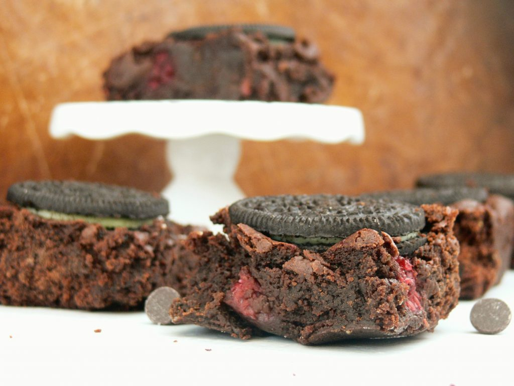 Vegan Oreo Brownies with Raspberry & Mint are an impressive yet easy traybake option. Filled with tart raspberries, chunks of chocolate and topped with crunchy Oreo cookies they're sure to be a potluck hit. Best served warm with scoops of your favourite ice cream, squirty dairy free cream & lots of hot chocolate sauce for a great Sunday Sundae!