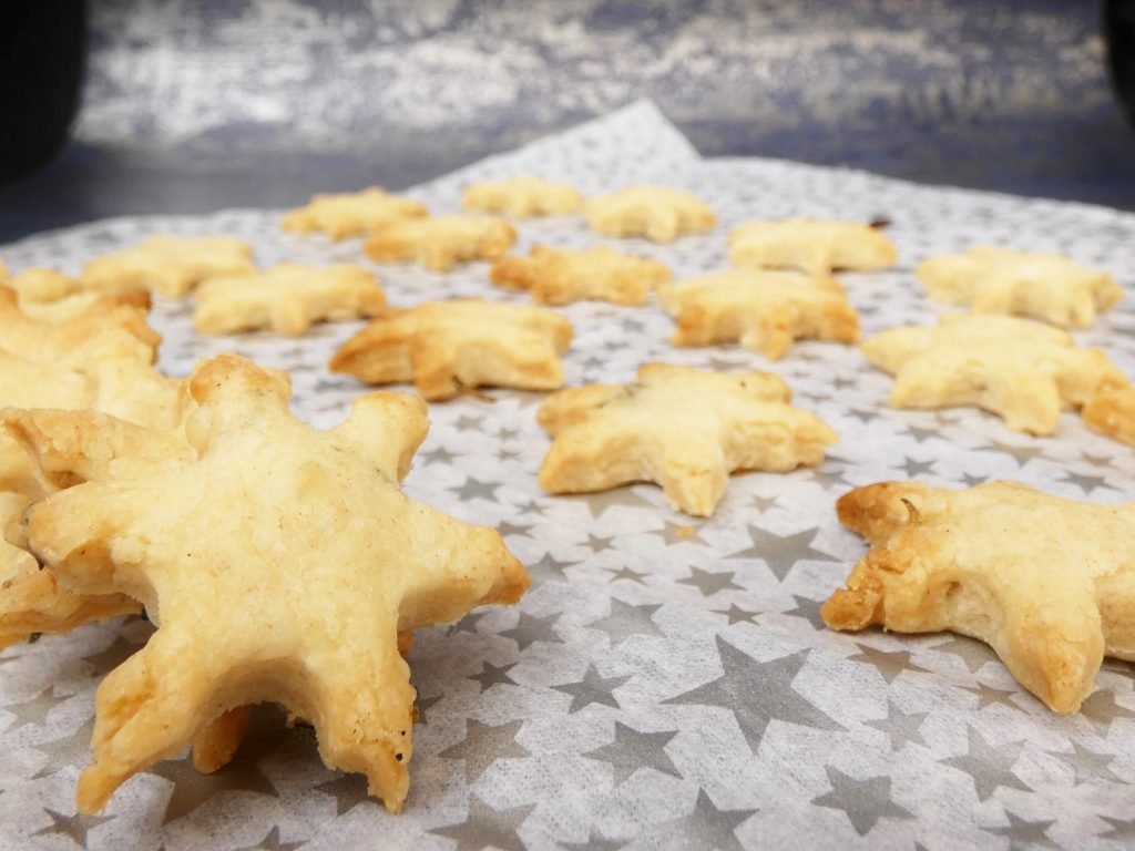 Easy Vegan Cheese Crackers made with just 3 ingredients! Light, crispy & buttery biscuits perfect dairy free nibbles for picnics, parties or a Christmas cheese platter. Quick, simple and works well with gluten free flour so nobody need miss out!